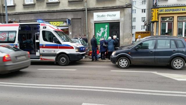 Pacjent ze skierowaniem do szpitala na kardiologię, został odesłany z kwitkiem, bo nie było miejsca. Dzień później zmarł na ulicy mimo trwającej 40 minut reanimacji.