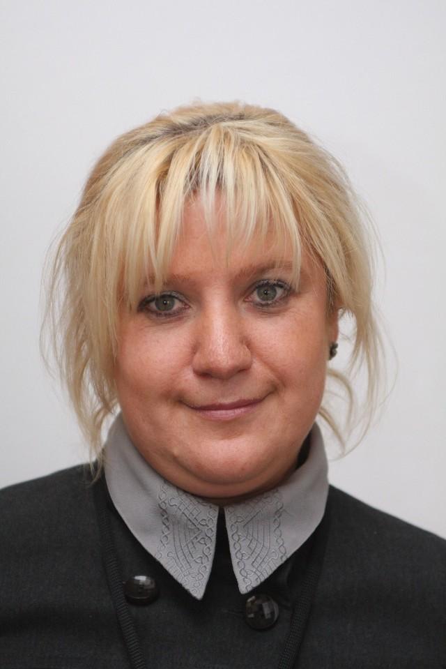 Edyta Wrona, doradca zawodowy z Miejskiego Urzędu Pracy w Kielcach: - Osobom, które pracowały w jednym zawodzie trudno jest nawet dopuścić do siebie myśl o zmianie zawodu. Spotkanie z doradcą zawodowym zwięszy szanse na znalezienie pracy.