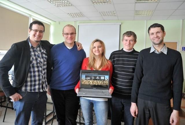Na początku kwietnia białostocka drużyna powalczy o finał światowy. Na zdjęciu od lewej: Marek Antoniuk, Łukasz Balukin, Beata Osipiuk, Wojciech Bancarzewski i Maciej Kopczyński.