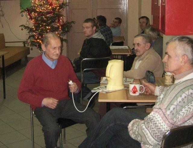 Noclegownia działa nie tylko w nocy. W dzień można posiedzieć, pooglądać telewizję czy choćby wypić kubek ciepłej herbaty.