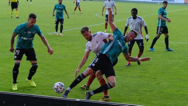 Po serii zwycięskich i dobrych meczów Legia Warszawa przegrała w Zabrzu z Górnikiem 0:2. Niby była w natarciu, ale brakowało jej albo szczęścia albo precyzji. Kilku piłkarzy zagrało też poniżej swojego poziomu. Zobacz, jak oceniliśmy wybrańców Aleksandara Vukovicia za ostatni mecz fazy zasadniczej PKO Ekstraklasy.