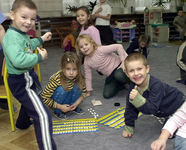 Zabawa w przedszkolu przy ul. Jodłowej. Pracownicy i rodzice dzieci odetchnęli z ulgą, gdy okazało, że ich placówka nie zostanie zlikwidowana.