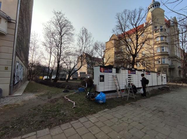 Paczkomat przy ul. Reja we Wrocławiu