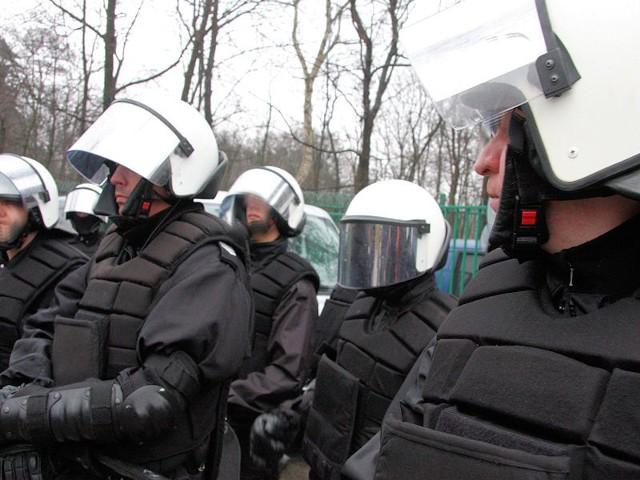 Kibice Promienia Żary uciekali przed policją, z kolei wyprowadzeni ze stadionu zostali zielonogórzanie.