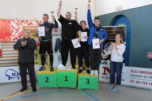 Edward Koluch (na najwyższym stopniu podium) nie miał sobie równych w kategorii + 109 kg