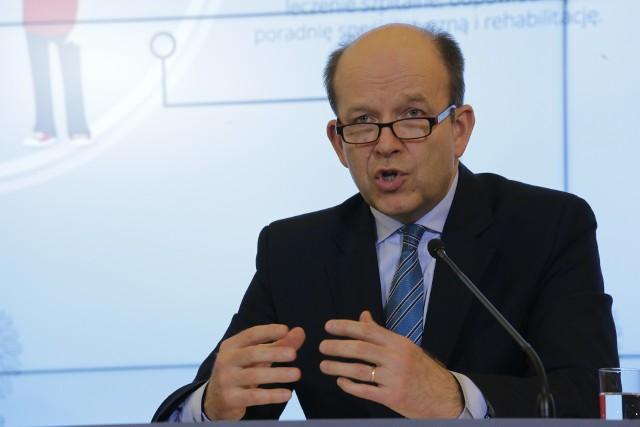 Minister zdrowia Konstanty Radziwiłł twierdzi, że cięcia nie są jeszcze planowane.