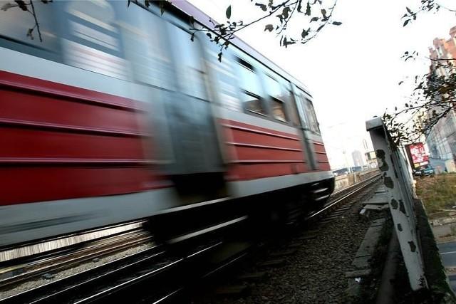 Prace remontowe między Ozorkowem a Łęczycą na linii kolejowej Łódź -  Kutno dobiegły już do półmetka. Według inwestora - PKP Polskich Linii Kolejowych - warta 130 mln zł inwestycja ma się zakończyć do 2022 r. CZYTAJ DALEJ >>>