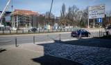 Przejście dla pieszych przy Bramie Wyżynnej - trwają przygotowania do rozpoczęcia przebudowy jezdni w ulicy Wały Jagiellońskie w Gdańsku