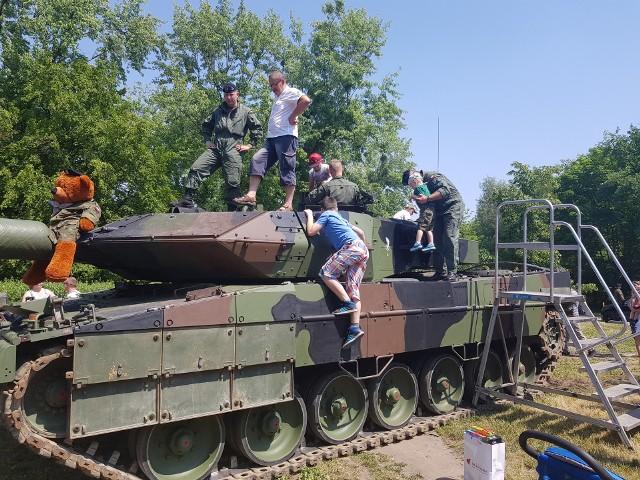 Na festyn przywieziono czołg pancerny Leopard