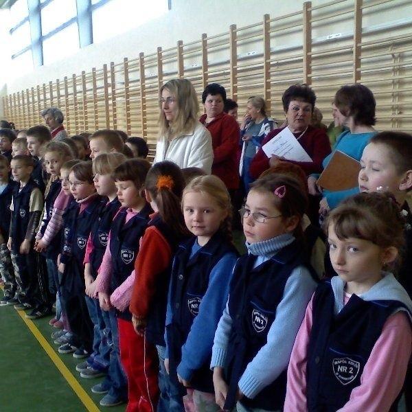 W robakowskiej szkole trzecią rocznice śmierci  Jana Pawła II uczcili wszyscy uczniowie i  nauczyciele