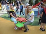"""Świnoujście: W przedszkolu """"Pod Żaglami"""" otwarto nowy plac zabaw. Atrakcji nie brakuje!"""