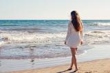 Najmodniejsze sukienki na lato 2021. Białe sukienki to hit - zwiewne, kobiece i romantyczne [zdjęcia]