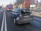 Niemodlin. Dwie osoby zostały ranne w wypadku na drodze krajowej nr 46. Ciężarówka uderzyła w tył osobowego forda