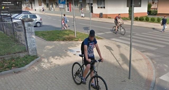 W programie Google Street View automatycznie zamazywane są ludzkie twarze i tablice rejestracyjne samochodów, ale na zdjęciach można rozpoznać siebie lub kogoś znajomego po charakterystycznej sylwetce, ubraniu lub miejscu. A może to ciebie upolowała kamera Google'a - na spacerze z psem, w czasie zakupów lub podczas rowerowej przejażdżki po Zwoleniu? Zobacz zdjęcia!