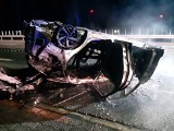 Hyundai uderzył w słup i dachował. Potem doszczętnie spłonął