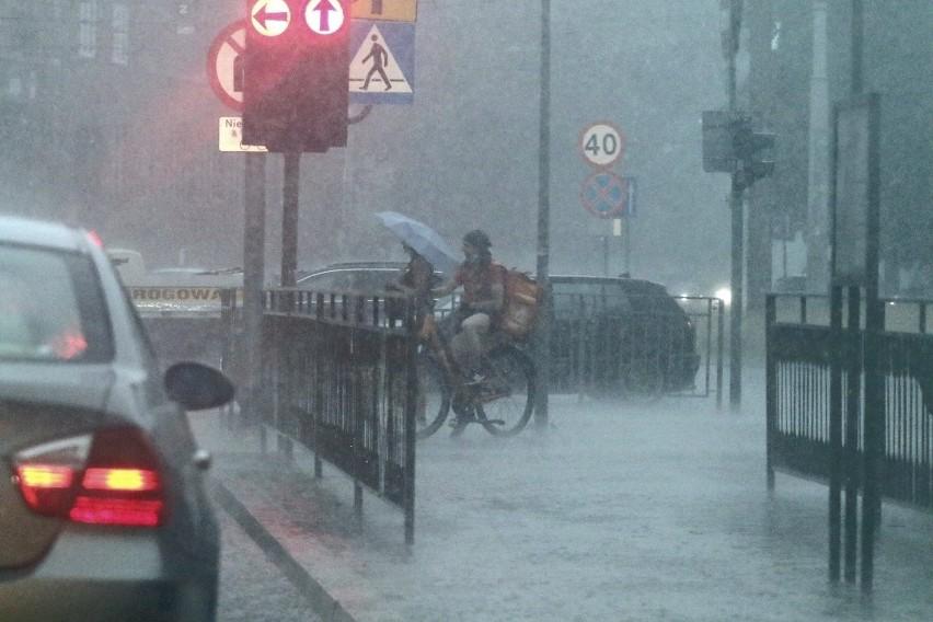 Zagrożenie burzowe dla Wrocławia przewidziane jest do końca...