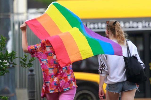 W czerwcu w Warszawie odbył się protest przeciwko nietolerancji wobec osób LGBT przed siedzibą Ordo Iuris.
