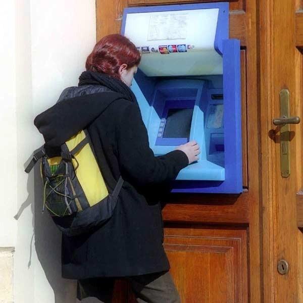 Aby dorównać do średniej zachodnioeuropejskiej powinniśmy posiadać 3 razy więcej bankomatów niż dziś.
