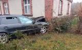 Tragiczny wypadek w Sulęcinku koło Środy Wielkopolskiej. Nie żyje kierowca, który uderzył w dom
