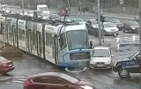 Tramwaj zderzył się z autem na Brücknera