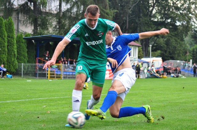 Mateusz Radecki (w zielonej koszulce) strzelił trzeciego gola dla Radomiaka w meczu z ROW Rybnik.