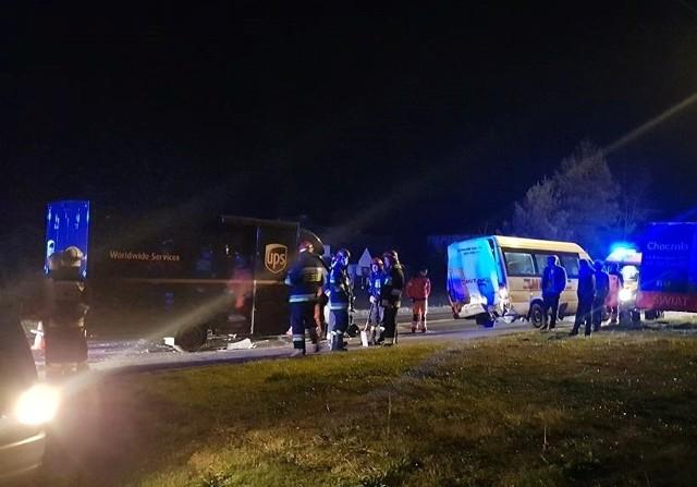 W zderzeniu samochodu dostawczego z busem, na szczęście nikomu nic się nie stało