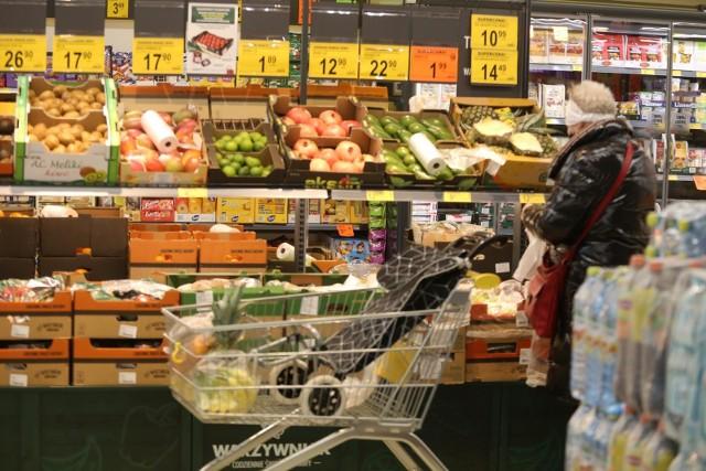 24.11.2020  SosnowiecSklep BiedronkaSprawdź, jakie produkty spożywcze najbardziej zdrożały, a jakie najbardziej staniały w 2020 r.Zobacz kolejne zdjęcia. Przesuwaj zdjęcia w prawo - naciśnij strzałkę lub przycisk NASTĘPNE