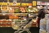 Ceny w sklepach szaleją z miesiąca na miesiąc? W górę margaryna, mąka i cukier. Ale są rzeczy, które staniały o 30 proc. Sprawdź