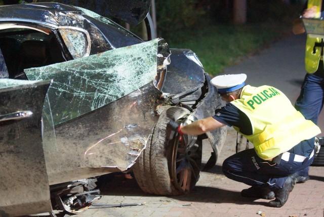 Przedstawiamy listę dwunastu najniebezpieczniejszych dróg w Wielkopolsce. Gdzie najczęściej dochodziło do wypadków w 2020 roku? Gdzie zginęło najwięcej osób? Zobacz w galerii ----->