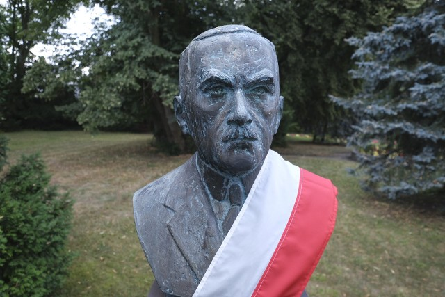W Chludowie odbyły się uroczystości upamiętniające Romana Dmowskiego.