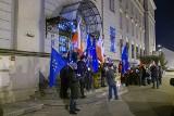 """Tarnów. Protest przed sądem: """"Europo nie odpuszczaj KRS""""[ZDJĘCIA]"""