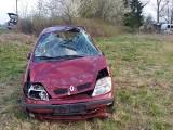 PRZEMYSŁAW. Pijany kierowca renault wypadł z drogi i koziołkował. Miał ponad promil alkoholu [ZDJĘCIA]