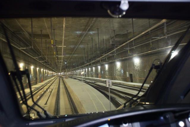 Budowa podziemnej linii kolejowej Łódź Fabryczna – Łódź Kaliska/Łódź Żabieniec wchodzi w kolejny etap – ogłosił inwestor, czyli PKP Polskie Linie Kolejowe. Podkreślił, że w Łodzi są już wszystkie elementy dwóch maszyn TBM do drążenia tuneli i opublikował film przedstawiający jej działanie.