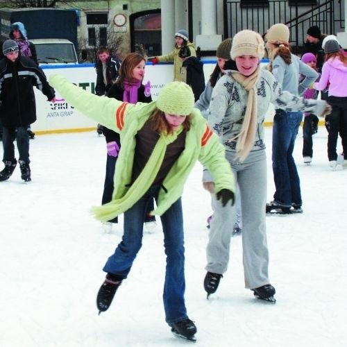 W poprzednim sezonie suwalskie lodowisko odwiedziło ponad 60 tysięcy osób.