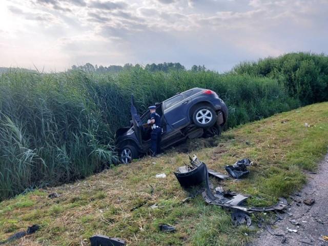 W miejscowości Wygoda pod Radomskiem doszło w sobotę 24 lipca do groźnego wypadku. Kompletnie pijana kobieta kierująca samochodem czołowo zderzyła się z busem. 10 osób trafiło do szpitala. Pomimo starań lekarzy jedna z hospitalizowanych osób zmarła.WIĘCEJ ZDJĘĆ I INFORMACJI - KLIKNIJ DALEJ