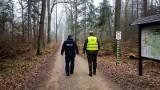 Hajnówka. Policja i straż leśna patrolowali lasy w powiecie. Zwracali uwagę na nielegalną wycinkę choinek [ZDJĘCIA]