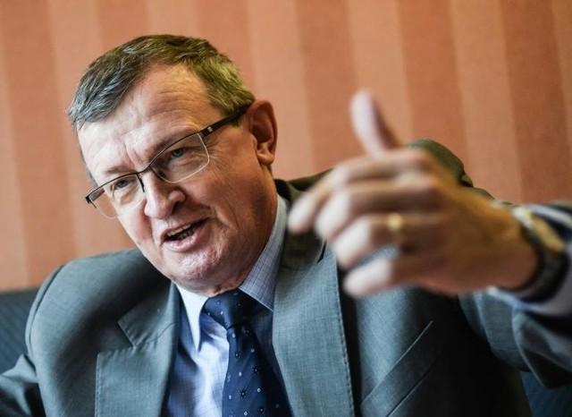 Janusz Kowalski jest politykiem wyrazistym, ostrym, mocnym. Budzi kontrowersje. Ja czuję się specjalistą od kompromisu, ugody. W Solidarnej Polsce jest różnorodność. Różnimy się też z PiS, ale napięcia wewnątrz Zjednoczonej Prawicy trzeba zamknąć jak najszybciej, i nie nakręcać ich ponad miarę. Wciąż nas więcej łączy niż dzieli - mówi Tadeusz Cymański, pomorski poseł Solidarnej Polski.