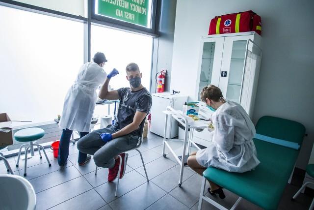 Piłkarze Podbeskidzia przeszli testy na koronawirusaZobacz kolejne zdjęcia. Przesuwaj zdjęcia w prawo - naciśnij strzałkę lub przycisk NASTĘPNE