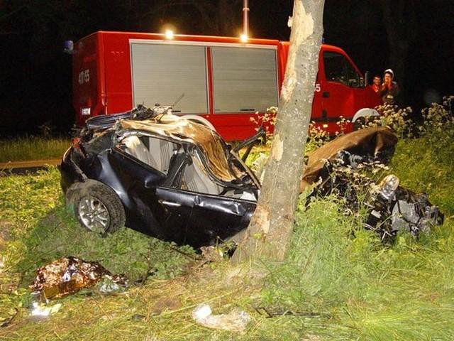 Alfa romeo uderzyła w drzewo