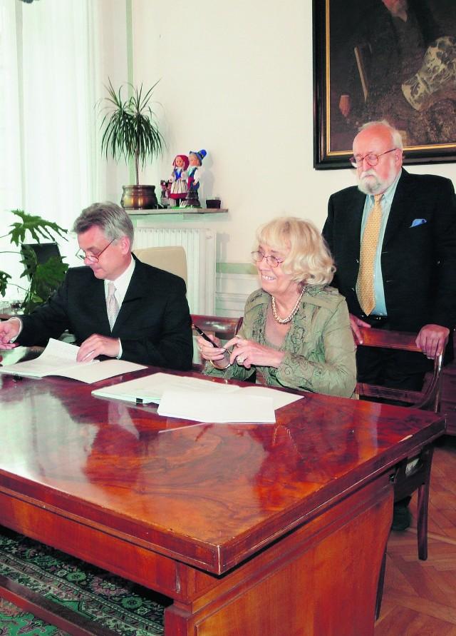Umowę na dofinansowanie budowy ECM podpisano w obecności prof. Krzysztofa Pendereckiego