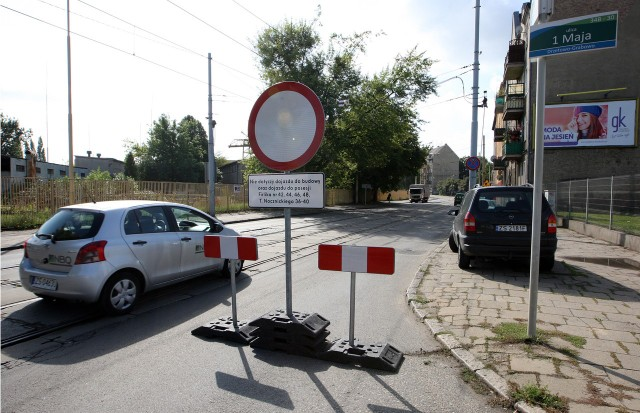 Przez ulicę Nocznickiego w kierunku Firlika mogą przejechać tylko mieszkańcy okolicznych kamienic. Utrudnienia potrwają co najmniej trzy tygodnie.