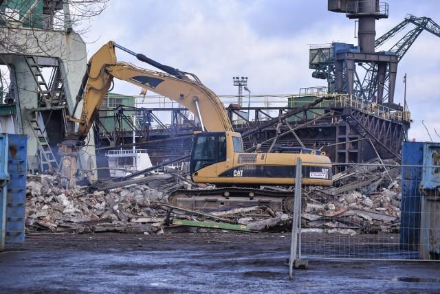 Na terenie Stoczni Gdańsk rozpoczęło się wyburzanie obiektów. Tym samym rozpoczął się kolejny etap budowy Drogi do Wolności. Na miejscu powstanie droga i lokale usługowe. Na wyburzenie stoczniowych hal zgodę wyraził Pomorski Wojewódzki Konserwator Zabytków.