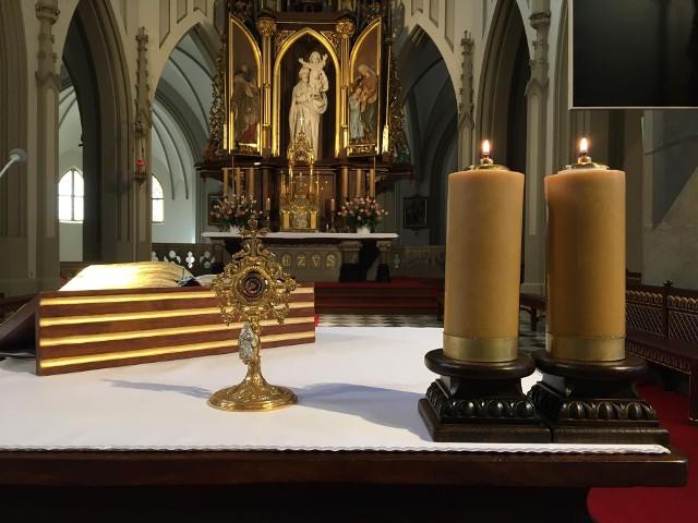 Relikwie św. Brata Alberta wróciły do kościoła tuż przed godziną 7 rano.