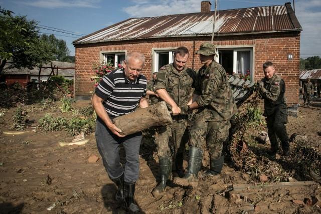 Szef MON zdecydował o podwyższeniu gotowości Wojsk Obrony Terytorialnej w związku z zapowiadanymi nawałnicami.