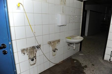 Moda, przepych i... brudne toalety (więcej zdjęć)