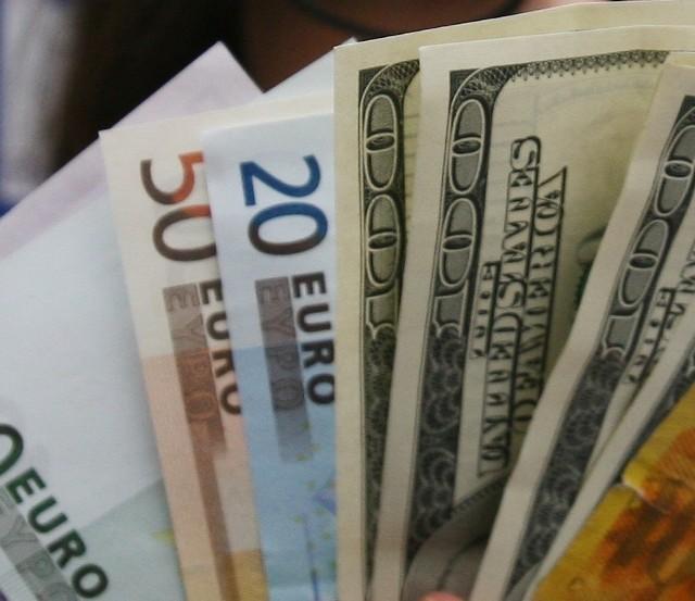 Sprawdź dzisiejsze kursy walut.
