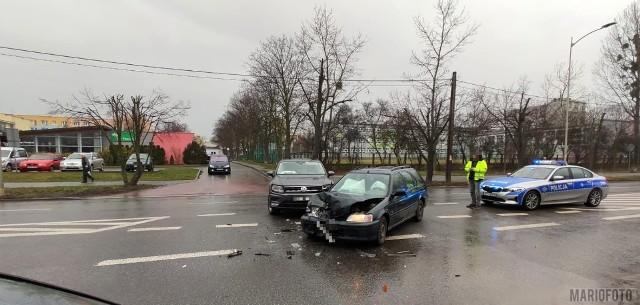 Na ulicy Niemodlińskiej w Opolu zderzyły się dwa samochody.