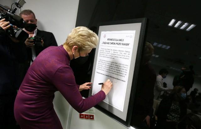 8 marca 2021 politycy i lekarze z woj. śląskiego razem zaapelowali  do ministra zdrowia o obowiązkowe bezpłatne USG piersi dla kobiet w ciąży. Jako jedna z pierwszych apel podpisała senator Beata Małecka-Libera. Parlamentarzystka przedstawiła go także senackiej komisji zdrowia, która projekt poparła.
