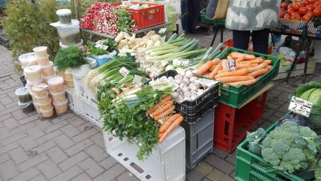 Ile kosztują warzywa i owoce na targowisku w Żarach