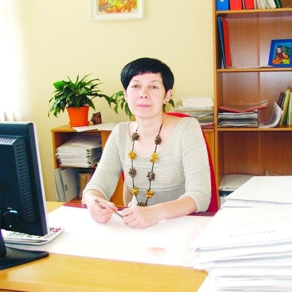 Anna Jaczewska, kierownik sekcji świadczeń rodzinnych w MOPR w Ostrołęce, przypomina o konieczności składania podań o świadczenia rodzinne do końca września